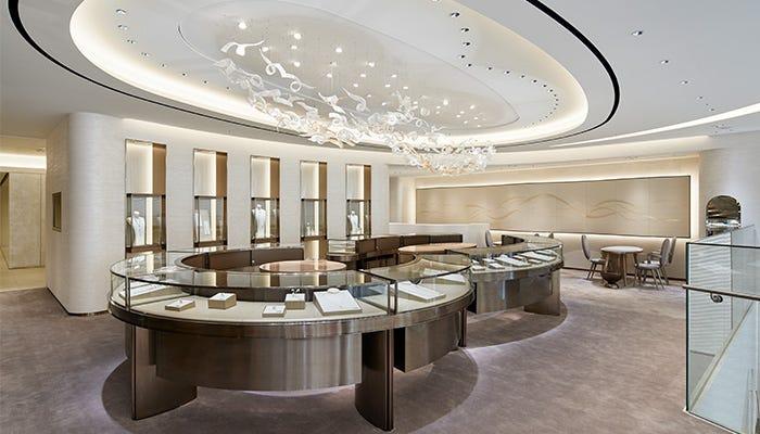在精緻典雅的賣場內,享受舒適奢華的時光。